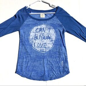 "American Eagle ""Can't Explain Love"" Shirt Size M"